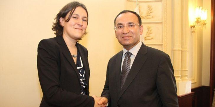 Bekir Bozdağ, AP Raportörü Kati Piri'yi kovmuş!