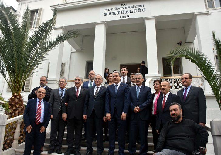 Bakan Özlü: İzmir'i teknoloji üssü yapmak için fikri katkı bekliyoruz