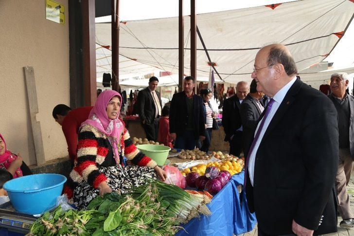 Başkan Özakcan pazarcı esnafını dinledi