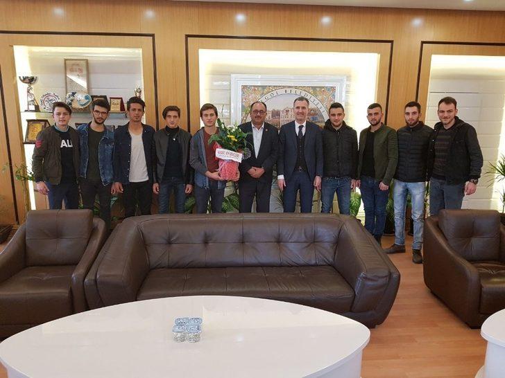 Gençlerden Taban'a teşekkür ziyareti