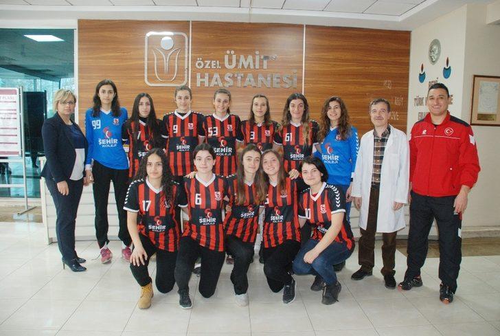 Şampiyon kızlar Özel Ümit'te sağlık taramasından geçti