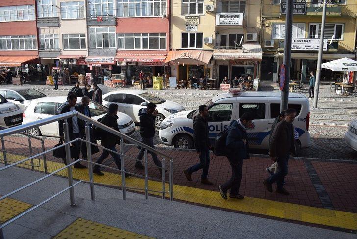 FETÖ'den gözaltına alınan 7 kişi adliyeye sevk edildi