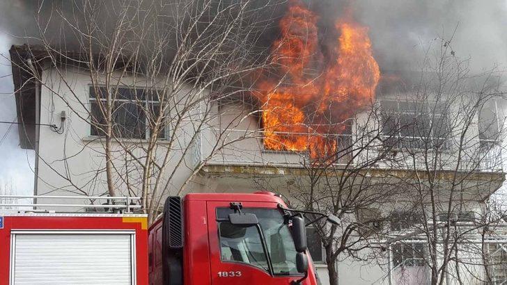 Pazarlar'da ev yangını