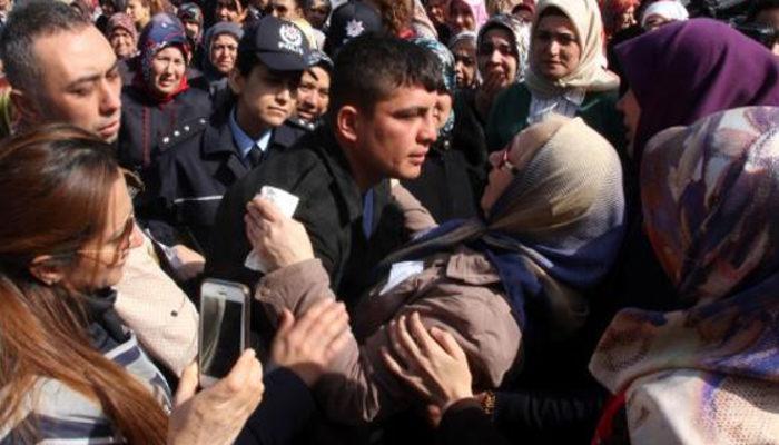 Afrin şehidinin silah arkadaşıyla annesi herkesi ağlattı