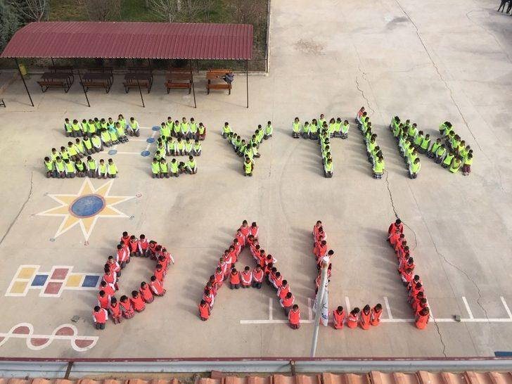 Öğrencilerden Zeytin Dalı Harekatına kareografi desteği