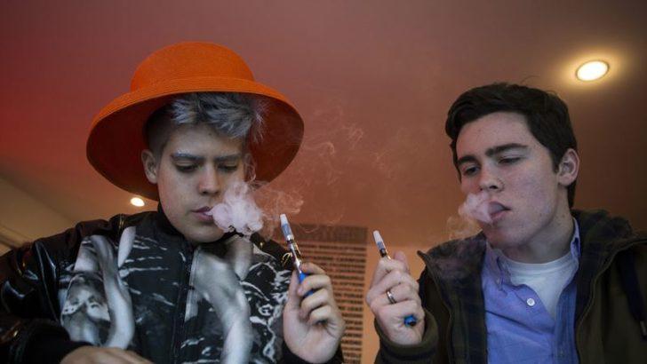 'Elektronik Sigara Zatürre ve Kanser Riskini Arttırıyor'