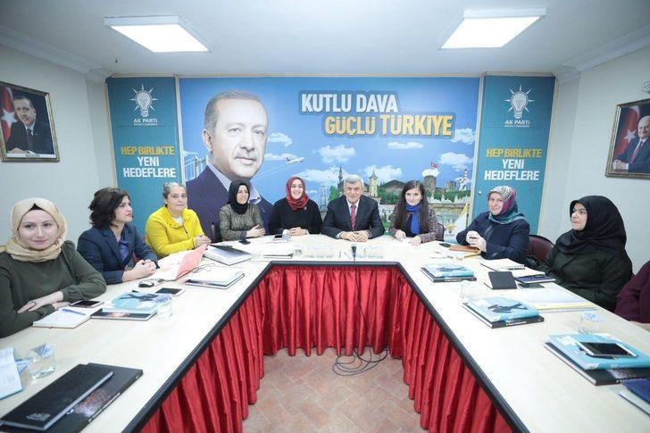 """Başkan Karaosmanoğlu, """"Kadına eğer vermeyen toplumlar yükselemez"""""""