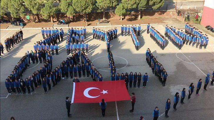 Lise öğrencileri bedenleriyle 'Zeytin Dalı' yazdı