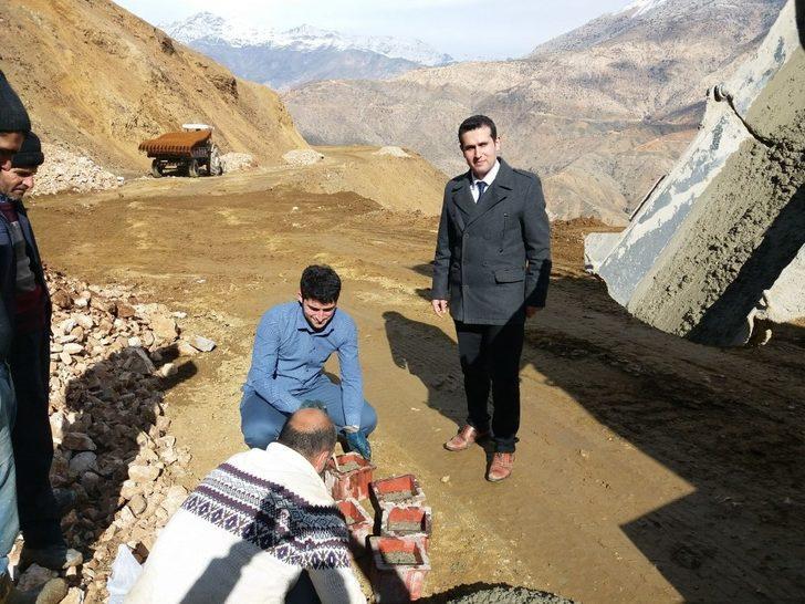 Sason'da grup köy yolunda betonarme çalışmaları başlatıldı