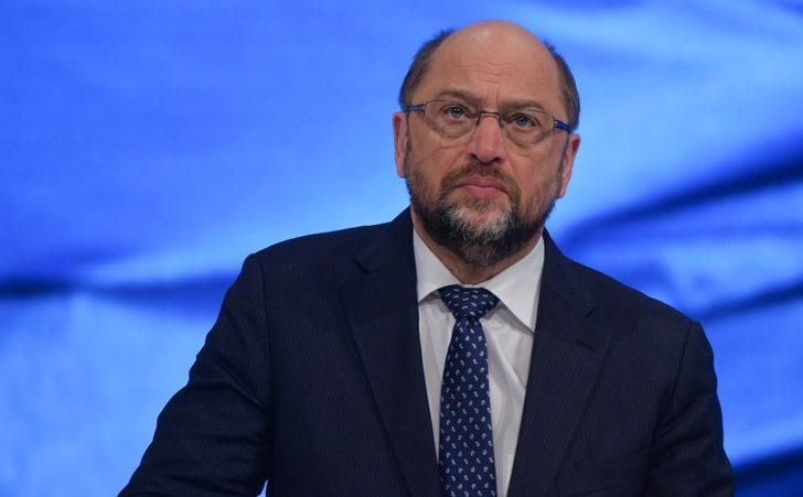 Martin Schulz zikzak çizmeye devam ediyor