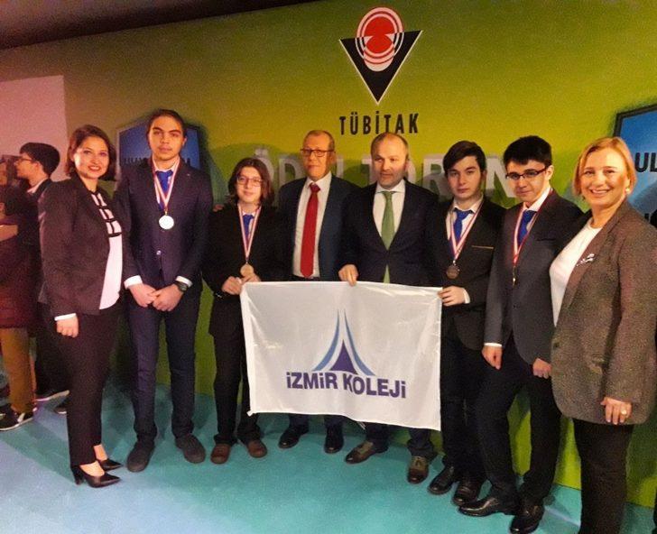 İzmir Koleji TÜBİTAK'tan 4 madalya ile döndü