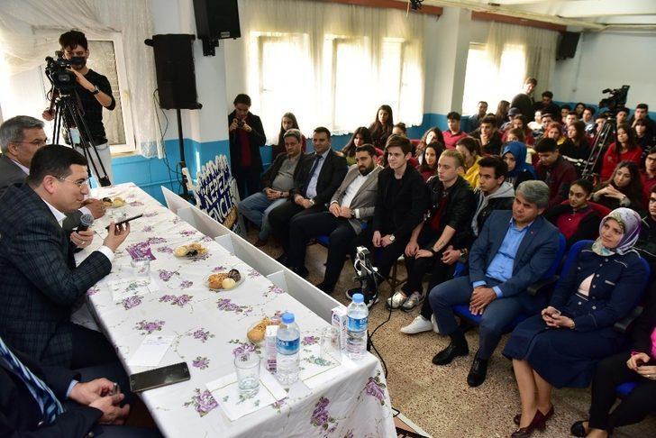 Tütüncü, öğrencilerin ulaşım sorunun canlı yayınla aktardı