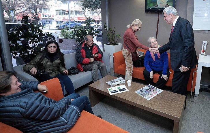 Başkan Karaosmanoğlu, özel göz hastanesini ziyaret etti