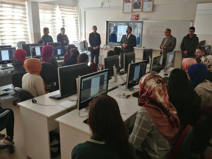 Tuşba Milli Eğitim Müdürü Ceylani'den okul ziyaretleri