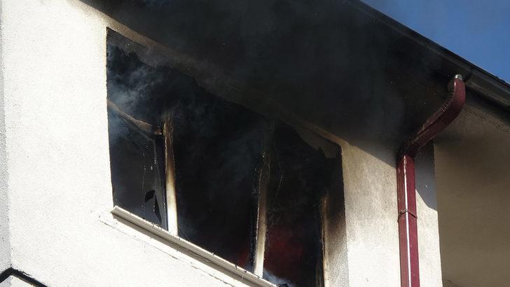 Apartmanın 8'inci katında yangın