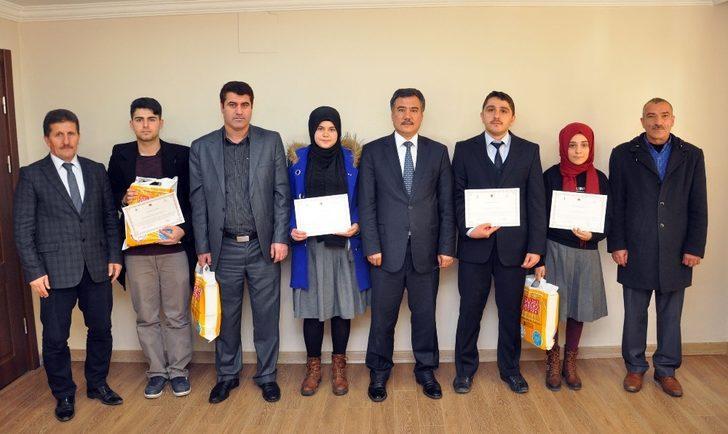 Gümüşhane'de 'Dilimiz Kimliğimizdir' konulu Makale ve Deneme yarışması ödülleri sahiplerini buldu