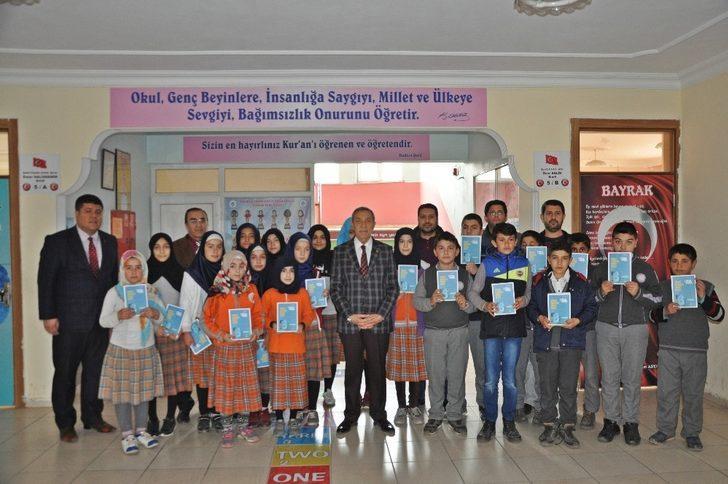 Gölbaşı Belediyesinden okullara kitap desteği