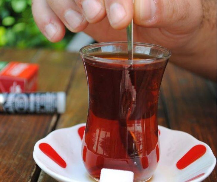 Aman dikkat! Sıcak içmek yemek borusu kanserine sebep olabilir