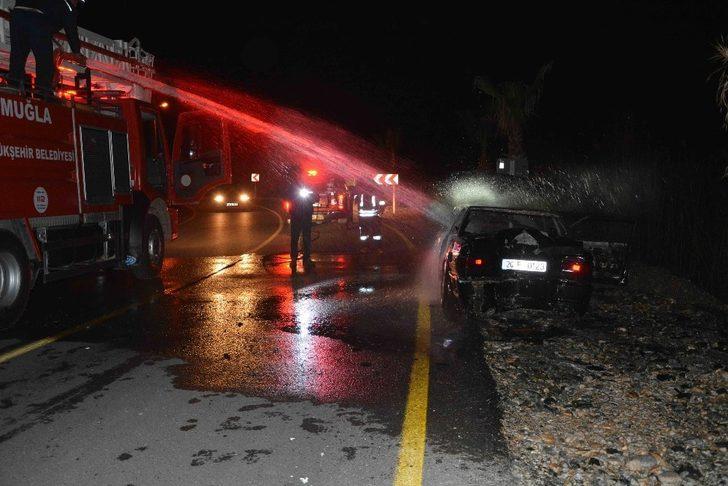 Ortaca'da otomobil yangını