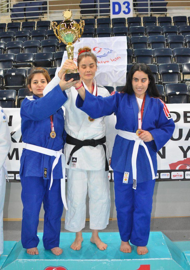 Görme engelli judocular, madalya ve kupalarını aldı