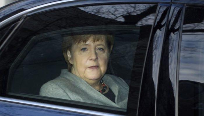 Almanya'da Merkel'e Koalisyon Eleştirileri Sürüyor