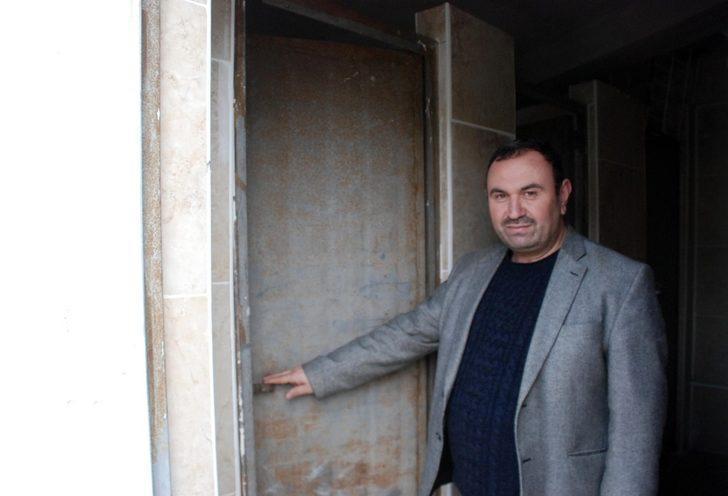 Caminin çalınan tuvalet kapısı bulundu