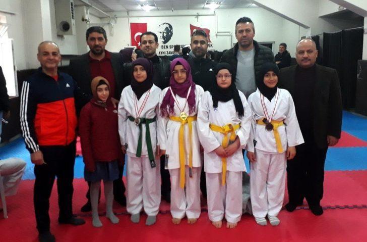 Şehit Akif Güleş İmam Hatip Ortaokulunun karatede büyük başarısı