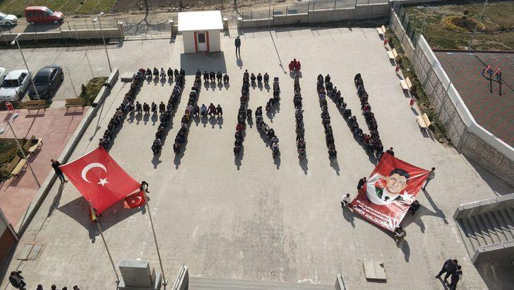 Öğrenciler bedenleriyle 'Afrin' yazdı