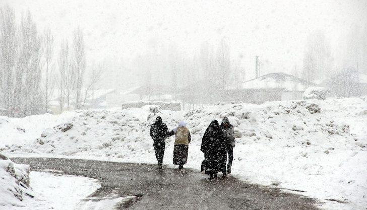 Doğu Anadolu Bölgesi yeniden kar yağışının etkisi altına girdi