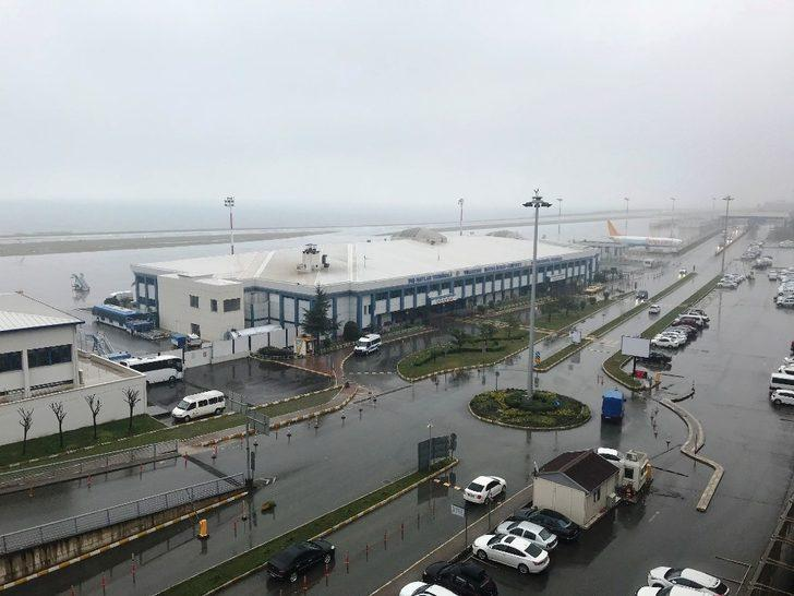 Trabzon'da sis hava ulaşımını olumsuz etkiledi