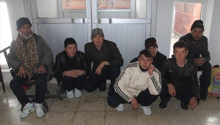 Başkale'de Afgan 7 kaçak yakalandı