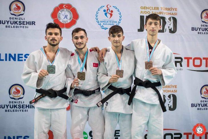 Rizeli judocular madalya ile döndü
