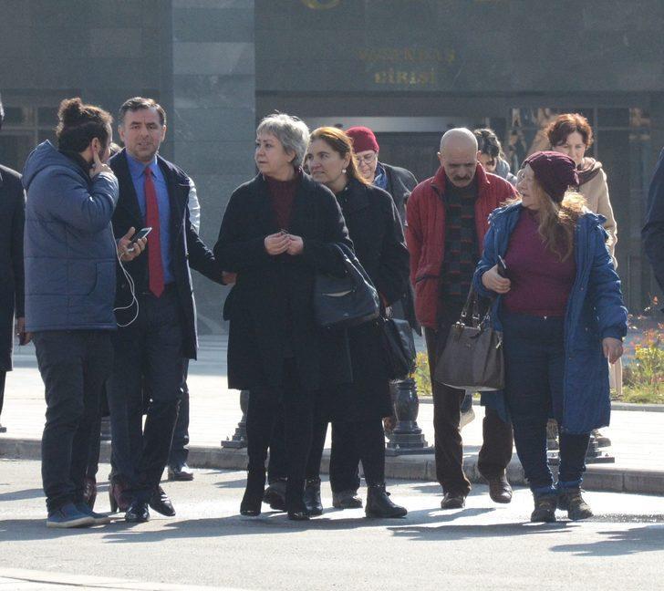 Berberoğlu'nun avukatı ve eşinden karar sonrası adliye önünde açıklama