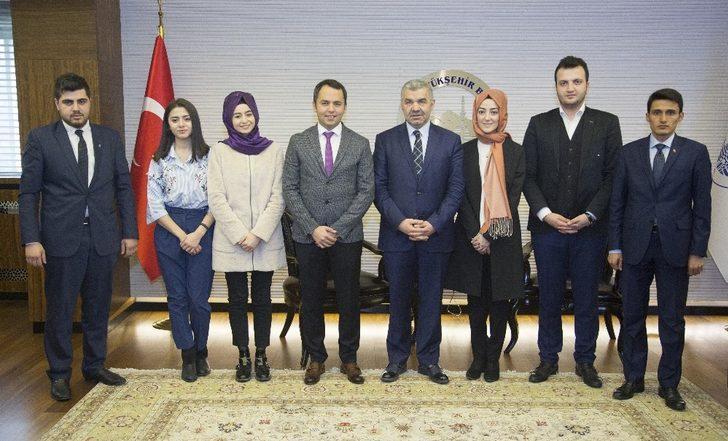 Başkan Çelik, AK Parti Gençlik Kolları İl Yönetimi ile görüştü