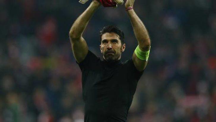 Buffon, 42 yaşına kadar oynamak istiyor