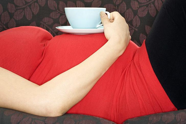 Hamilelikte bitki çayları dikkatli tüketilmeli