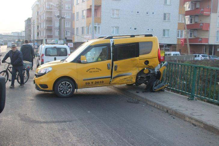 Otomobil önüne gelene çarptı: 2 yaralı