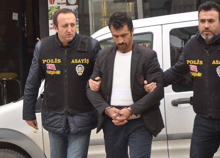 Evine gelip para isteyen 2 kişiyi av tüfeğiyle öldüren zanlı tutuklandı