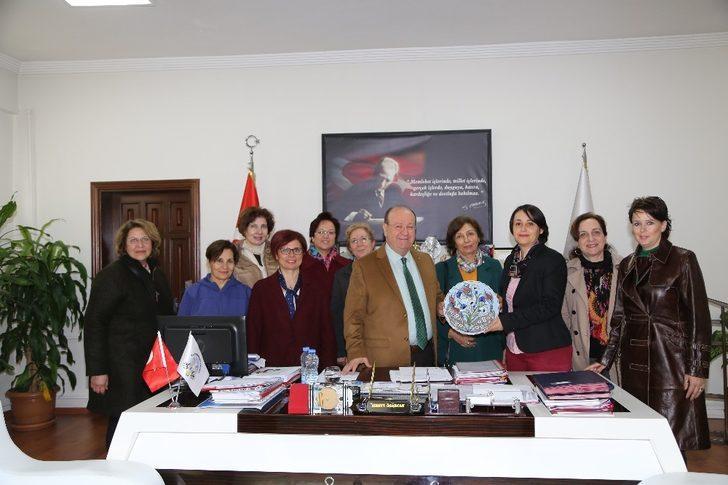 Çini Sanatı kursiyerleri Başkan Özakcan'ı ziyaret etti