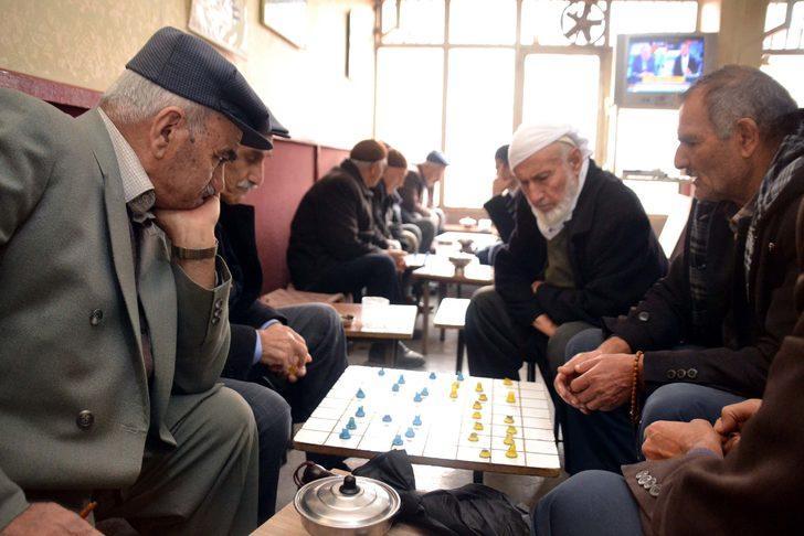 Bu çay ocağında sadece satranç ve dama oynanıyor