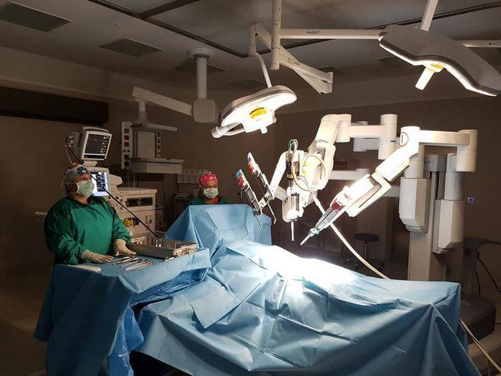 Adana Şehir Hastanesi 'Da Vinci' ile şifa dağıtıyor