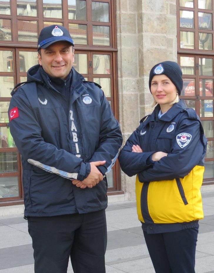 Trabzon'da turistlere Ukrayna asıllı zabıta Nadiia Taşğın rehberlik yapıyor