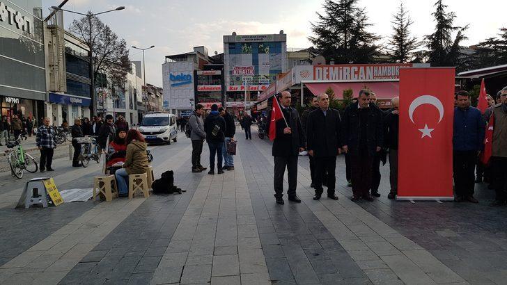 İstiklal Marşı okunurken ayağa kalkmayan mimar gözaltına alındı