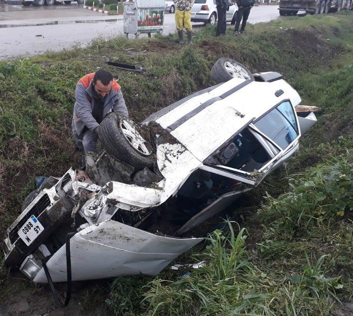 Direksiyon hakimiyetini kaybedip bankete uçtu: 2 yaralı