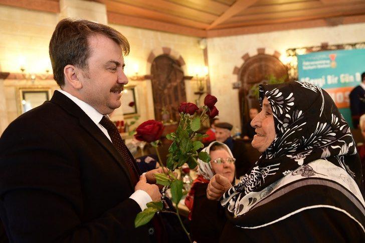 Büyükşehir yarım asırlık evli çiftleri ağırladı