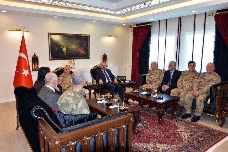 Jandarma Genel Komutanı Çetin, Van'da esnafı ziyaret etti