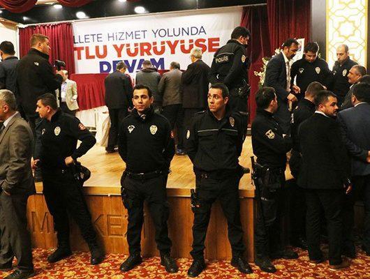 Adana'daki AK Parti kongresinde ortalık karıştı!