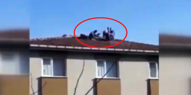 İşçinin önlem olmadan çatıdaki çalışması yürekleri ağza getirdi