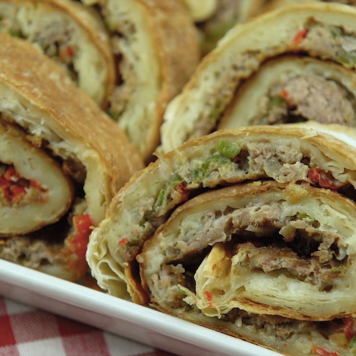 Kıymalı böreğe rakip: Lahmacun börek tarifi