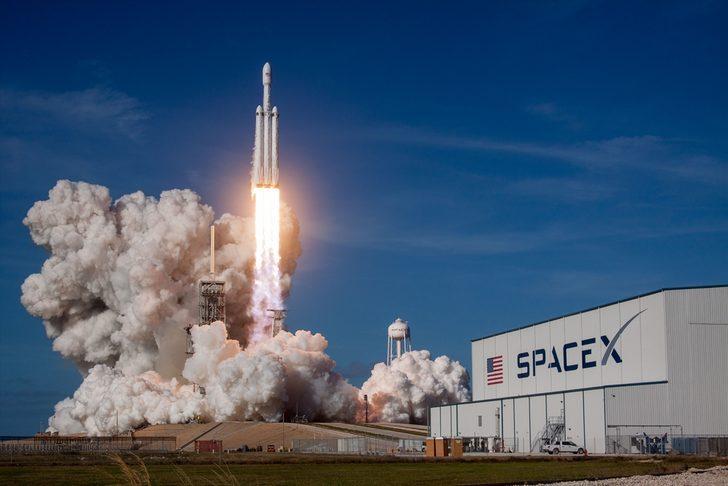 SpaceX lanza al espacio prototipos de satélites para acceso internet